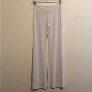 Pants - NWOT FASHIONABLE WHITE WOMENS STRETCH PANTS A038